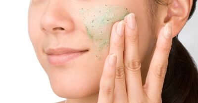 Exfoliation removes all those particles which gather over the skin and helps getting rid of blackheads
