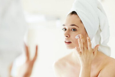 Use a moisturizer five minutes after spraying your skin with the essence